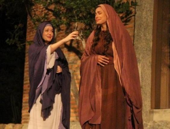 """Larissa Maciel (Maria) e Wilma Gomes (Madalena) se apresentam no tradicional show """"A Paixão de Cristo"""" de Nova Jerusalém"""