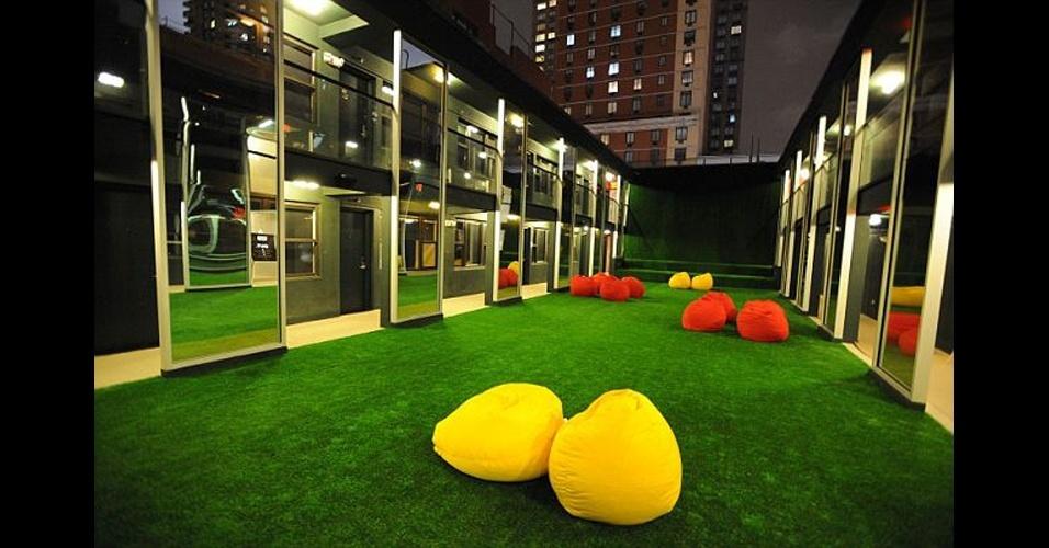 O ambiente moderno do Out NYC é semelhante ao de uma casa noturna. Foram contratados para fazer as festas do hotel os mesmos profissionais que comandaram boates importantes em Nova York, como a Limelight e a Roxy