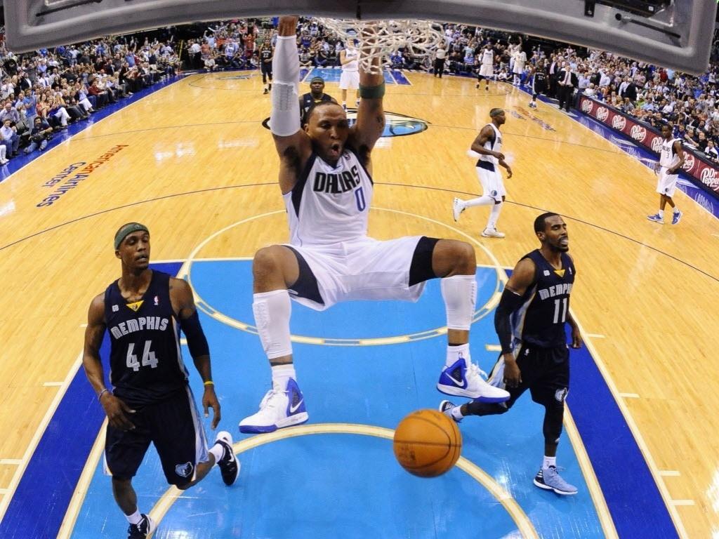 Shawn Marion, do Dallas Mavericks, conseguiu a enterrada na partida contra o Memphis Grizzlies