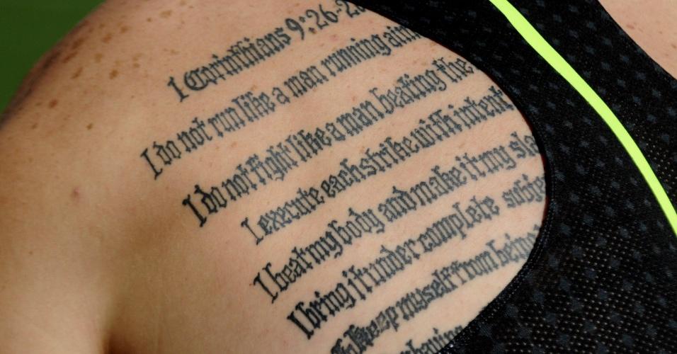 Corredor sul-africano Oscar Pistorius possui um versículo da Bíblia tatuada em suas costas