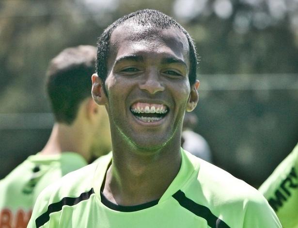 Richarlyson depois do treino do Atlético neste sábado, naCidade do Galo (6/4/2012)