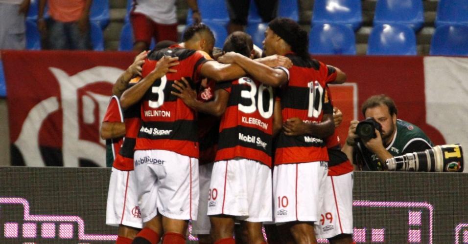 Jogadores do Flamengo comemoram gol marcado por Deivid e que colocou o time na frente no duelo com o Vasco, no estádio do Engenhão