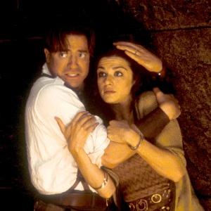 """Brendan Fraser e Rachel Weisz em cena do filme """"A Múmia"""", de 1999"""