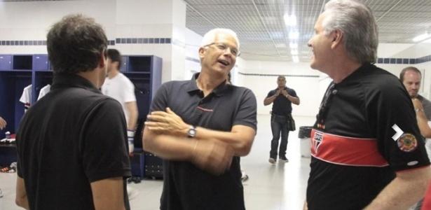 Leão e Roberto Justus conversam no vestiário do São Paulo antes da partida contra o Mogi Mirim