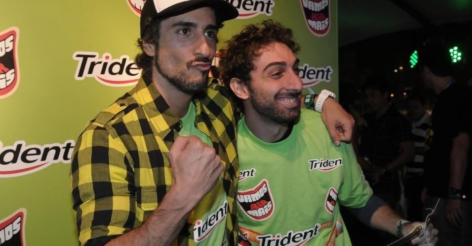 O apresentador Marcos Mion com o Mionzinho no camarote do festival Lollapalooza Brasil 2012 (7/4/12)