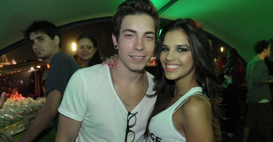 O músico Di Ferrero e a atriz Mariana Rios chegam para assistir aos shows do Lollapalooza Brasil 2012 (7/4/12)