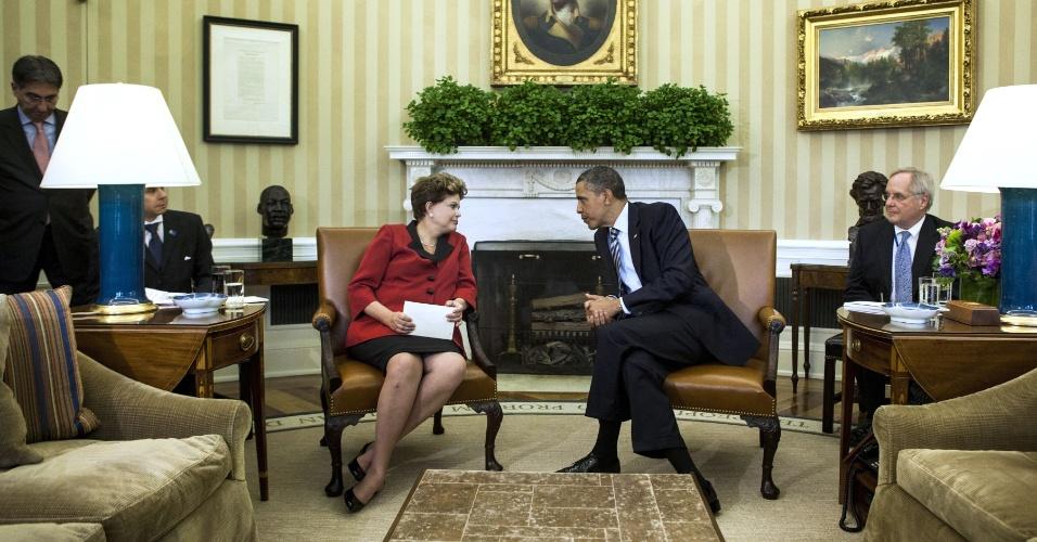 A presidente Dilma Rouseff se encontra com o presidente dos Estados Unidos, Barack Obama, no Salão Oval da Casa Branca, em Washington