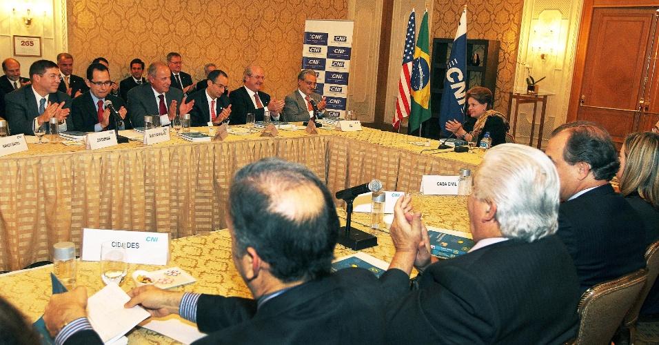 A presidente Dilma Rousseff participa de encontro com empresários brasileiros e americanos na Câmara de Comércio Americana em Washington
