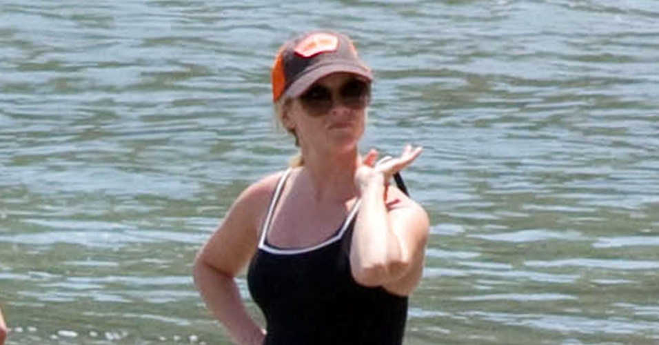 De férias na Costa Rica, Reese Witherspoon,36, exibe