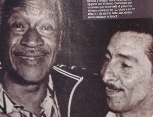 Ex-jogadores Moacyr Barbosa e Alcides Ghiggia, rivais na decisão da Copa de 1950 entre Brasil e Uruguai