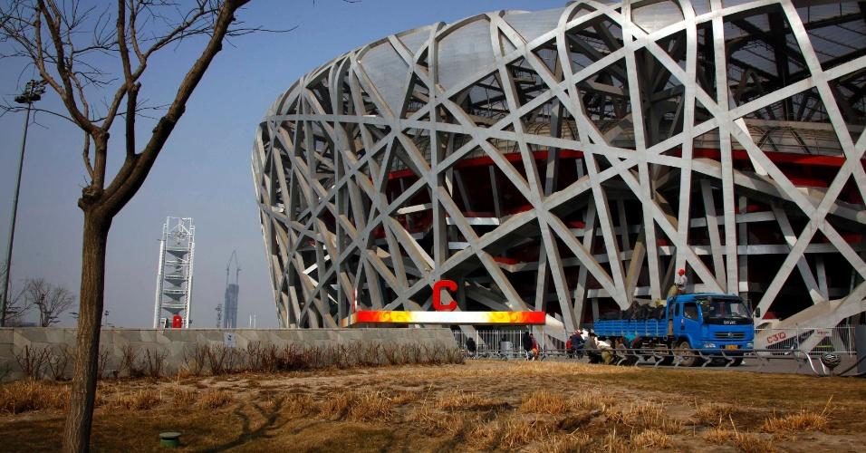 O estádio Ninho de Pássaro é uma das poucas estruturas erguidas para os Jogos de Pequim-2008 que ainda é utilizada, mas seu uso esportivo é mínimo e ele dá prejuízo