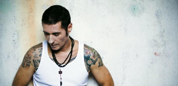 Dinho Ouro Preto lança Black Heart, seu terceiro álbum solo (10/4/2012)