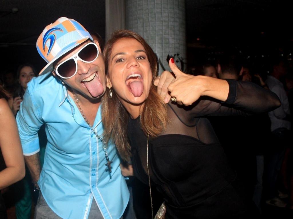 Latino e Nivea Stelmann encontram-se em show no Rio (4/4/2012)