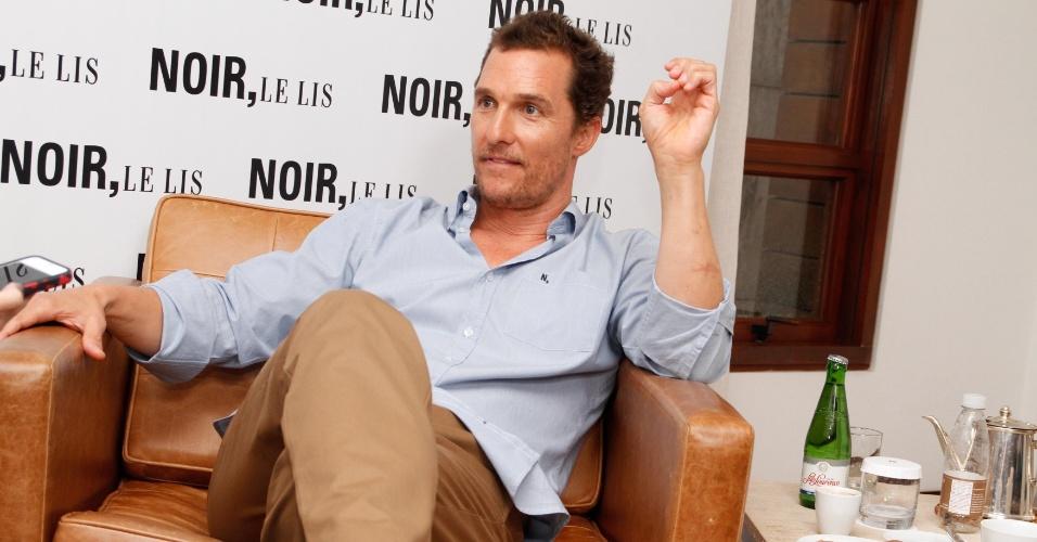 Matthew McConaughey participa de inauguração de loja em São Paulo (10/4/2012)