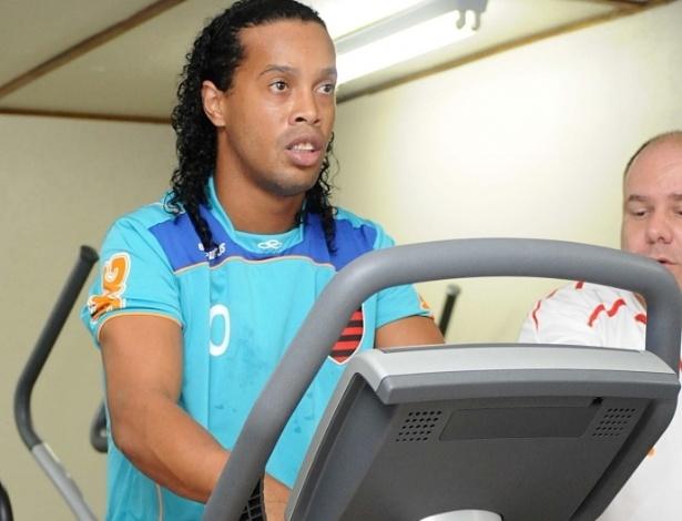 Ronaldinho realiza treino na academia na reapresentação do Fla, nesta segunda (09/04/2012)