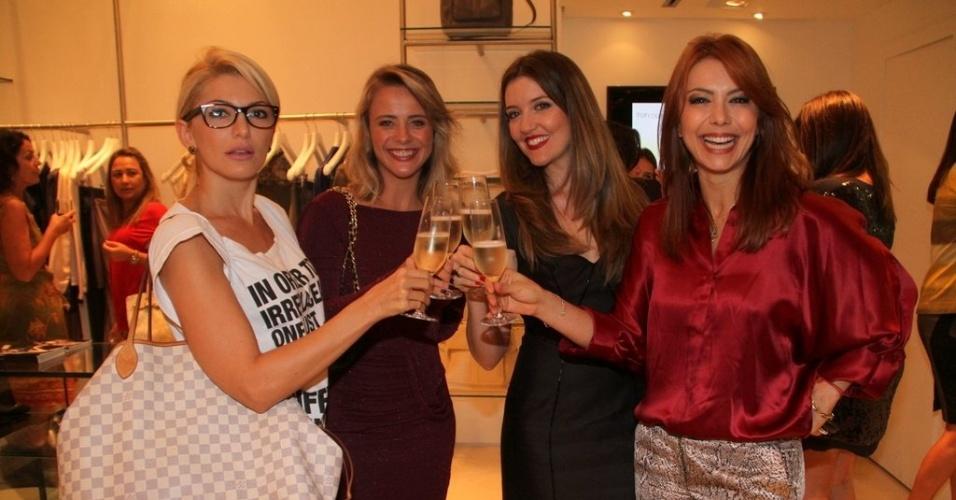 Antonia Fontenelle, Juliana Silveira, Larissa Maciel e Simone Soares prestigiam a reinaguração de loja em shopping da zona sul do Rio (11/4/2012)