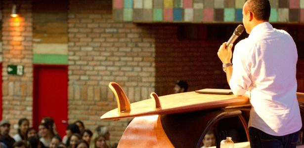 Culto na igreja Bola de Neve, que atrai jovens evangélicos na Lapa, em São Paulo (13/10/2011) - Diego Shuda/Folhapress