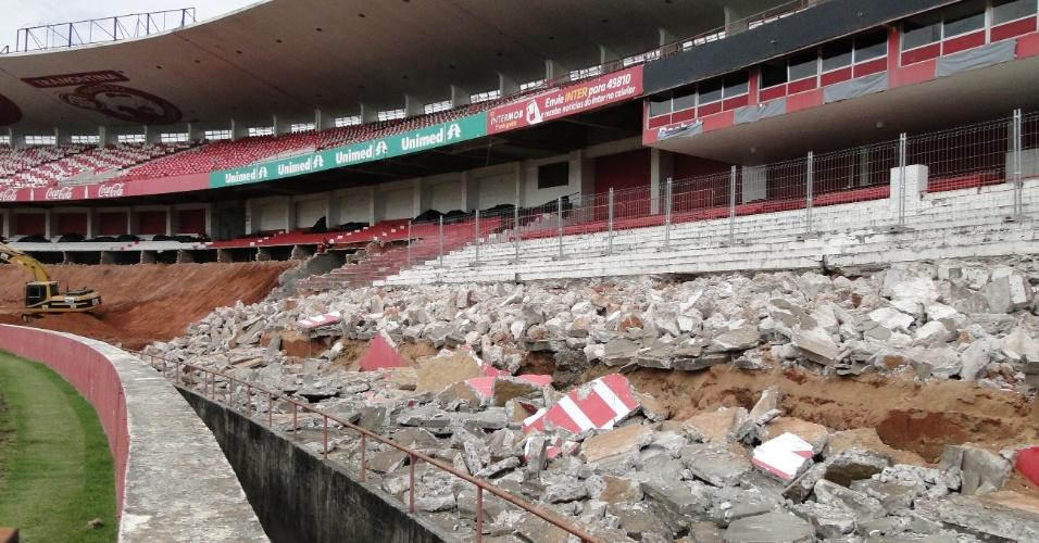 Demolição da área das sociais para a reforma do estádio Beira-Rio do Internacional (10/04/2012)