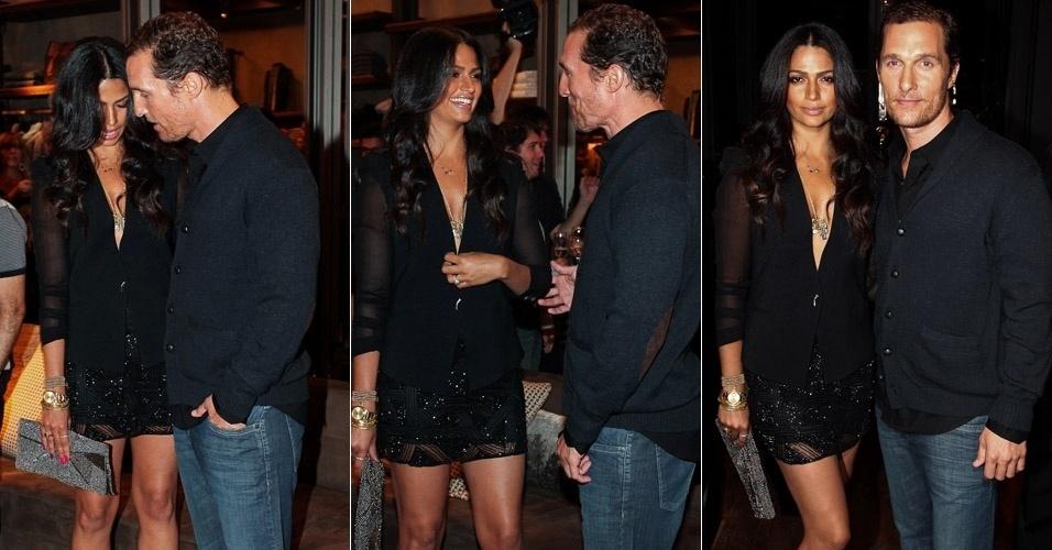 Matthew McConaughey se preocupa com o decote da noiva Camila Alves durante evento em São Paulo. Casal participou da inauguração de uma loja no bairro dos Jardins, em São Paulo (10/4/12)