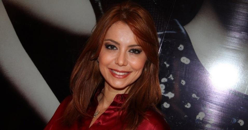 Simone Soares prestigia a reinaguração de loja em shopping da zona sul do Rio (11/4/2012)