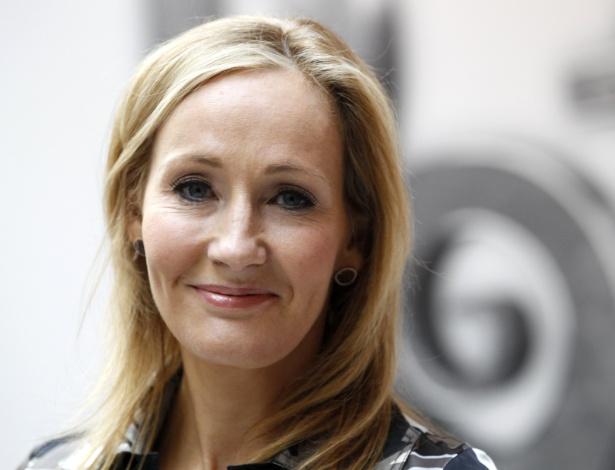 """A escritora britânica e criadora da série """"Harry Potter"""", que lançará seu primeiro livro para adultos este ano - Suzanne Plunkett/Reuters"""