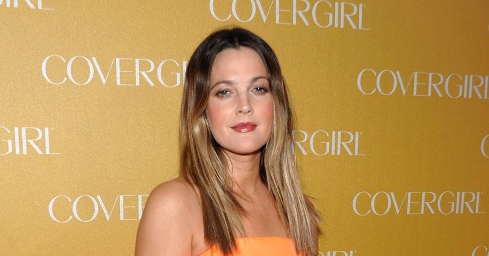 "Atriz Drew Barrymore na festa da ""Covergirl"" em Los Angeles"