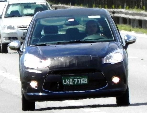 Pouca camuflagem, placa de Porto Real (RJ) e retrovisores com capa cromada: novo C3 local - Jair Toledo Jr./UOL