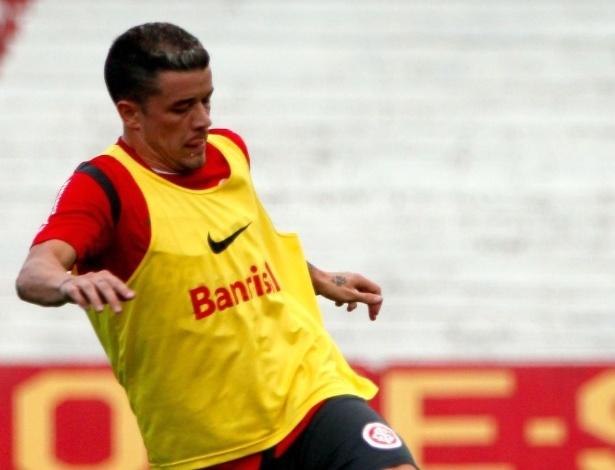 D'Alessandro voltou a treinar com o resto do grupo do Inter nesta quinta (12/04/12)