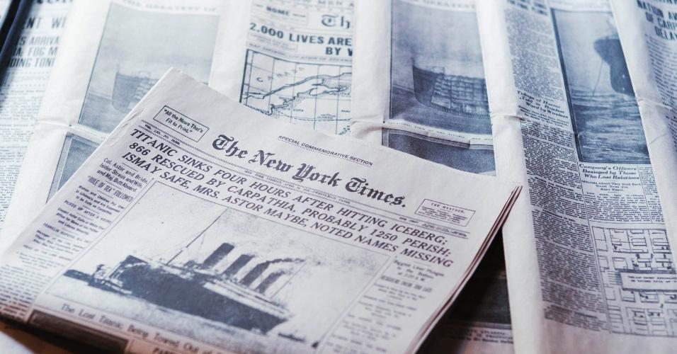 Exposição no South Street Seaport Museum, em Nova York, reúne edições originais de jornais com a manchete do naufrágio do Titanic, em 1912
