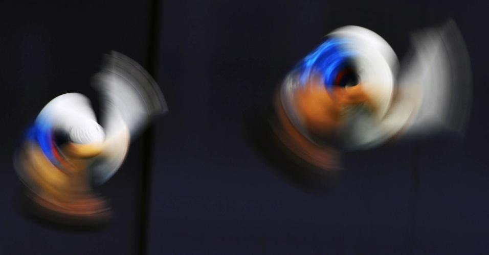 Ginastas durante o 23º Campeonato Europeude Trampolim, em São Petersburgo