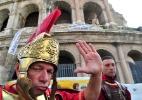 """Após proibição, """"gladiadores"""" voltam a se apresentar no Coliseu - Alberto Pizzoli/AFP"""