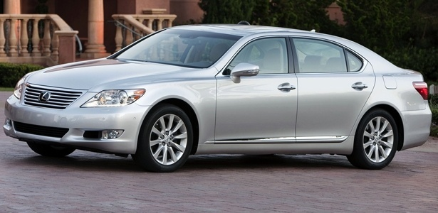 Lexus LS 460, maior sedã da divisão de luxo da Toyota; marca vende muito nos Estados Unidos - Divulgação
