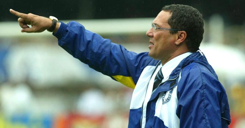 Luxemburgo comanda o Cruzeiro em partida contra o Fluminenses pelo Brasileirão de 2003 (07/12/2003)
