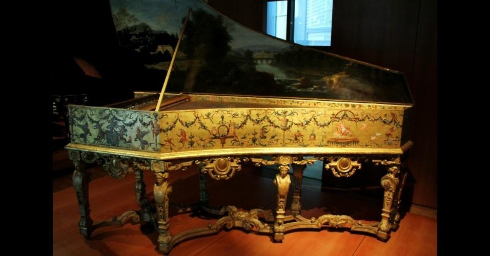 O acervo do Museu da Música, em Paris, abriga raridades como este cravo de 1652 que pertenceu a Ioannes Couchet. Esta peça é considerada um tesouro nacional pelo governo francês
