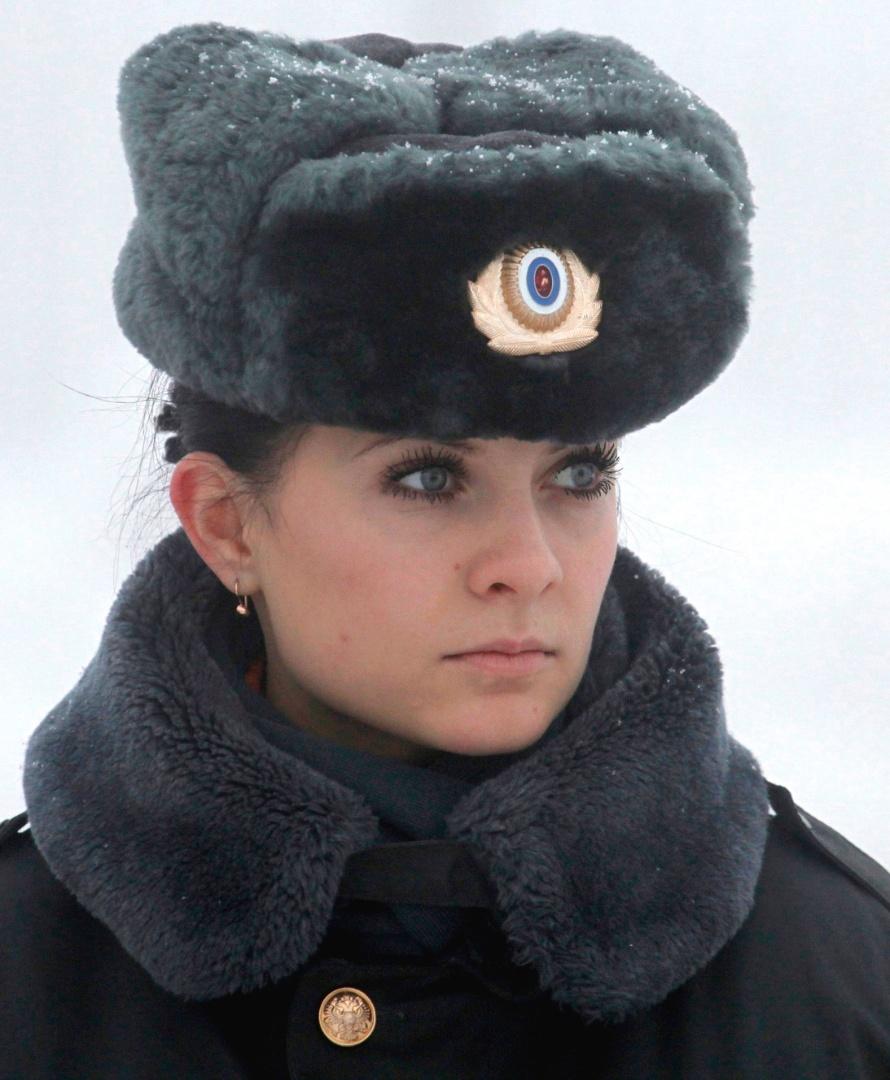 Policial espera chegada de ministro russo durante cerimônia, em Stavropol