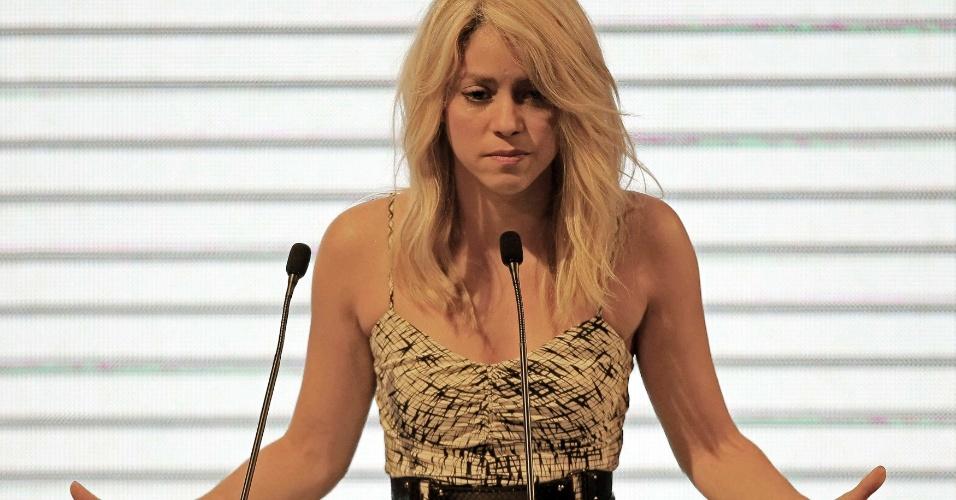 """A cantora colombiana Shakira arrancou aplausos de presidentes e empresários ao pedir investimento em educação e afrmar que a medida dá retorno financeiro, citando a expressão """"filantropicapitalismo"""", que foi criada por ela, durante a apresentação da Cúpulas das Américas, que será realizado neste fim de semana em Cartagena, na Colômbia"""