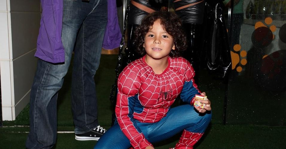 Alex, filho de Ronaldo, celebra sete anos com festa à fantasia (13/4/2012)