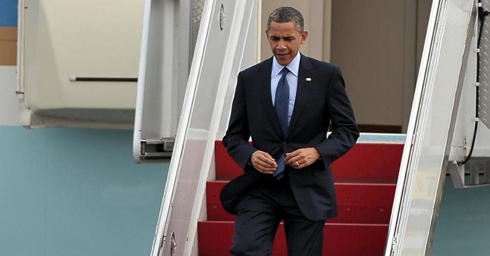 Imagem divulgada pela Presidência da Colômbia mostra o presidente norte-americano, Barack Obama, desembarcando no aeroporto de Cartagena