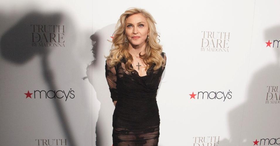 """Madonna lança novo perfume, """"Truth or Dare by Madonna"""", na Macy's, em Nova York, nos Estados Unidos"""