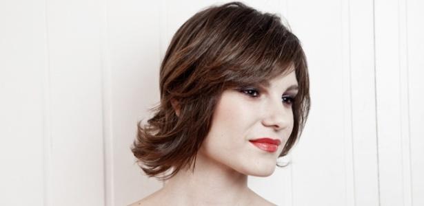 Ideal para cabelos curtos ou com comprimento médio, a escova com movimento deixa o visual mais natural - Patrícia Araújo/UOL
