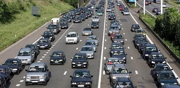 Rodovia E40 na Bélgica, que tem congestionamentos crônicos: você vê alguma moto na foto? - Reprodução