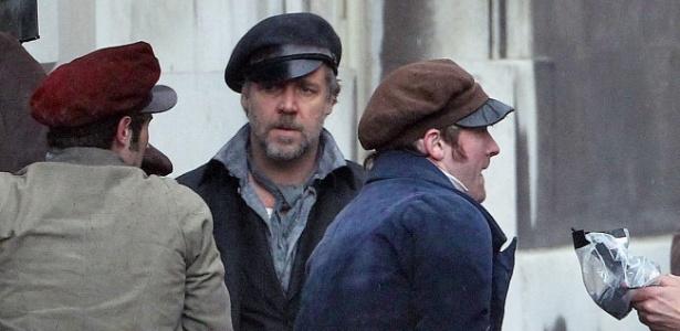 """Russel Crowe grava cenas de batalha para o filme """"Os Miseráveis"""" (13/4/12)"""