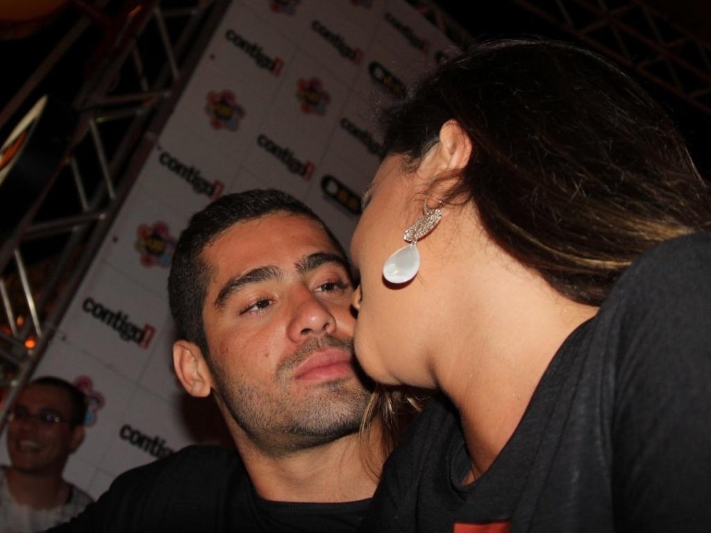 Após anunciarem fim do namoro, os ex-BBBs Yuri e Laisa curtem clima de romance no Axé Brasil