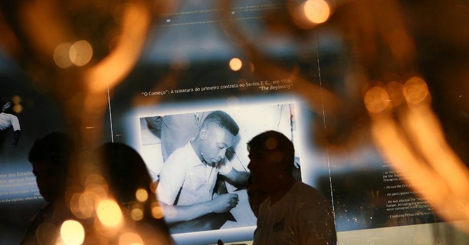 Espaço no museu do Santos relembra a assinatura do primeiro contrato de Pelé (14/04/2012)