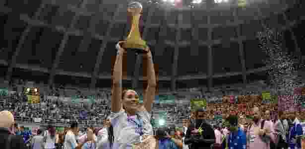 Jaqueline foi a capitã do Sollys/Nestlé na conquista da Superliga 2011/2012 - Maurício Val/VIPCOMM