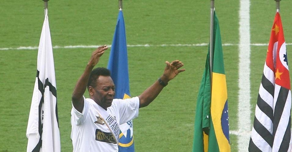 Pelé comandou as comemorações do centenário do Santos (14/04/2012)