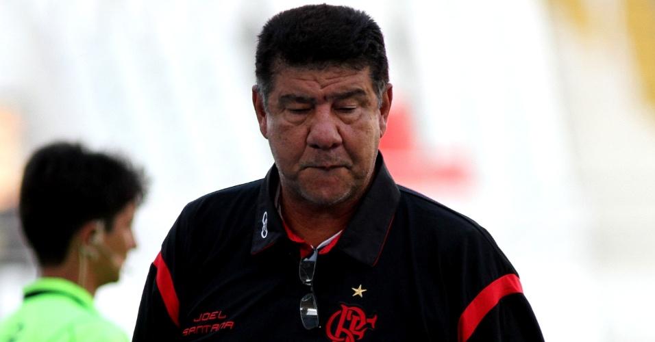 Joel Santana, técnico do Flamengo, durante a partida contra o Americana
