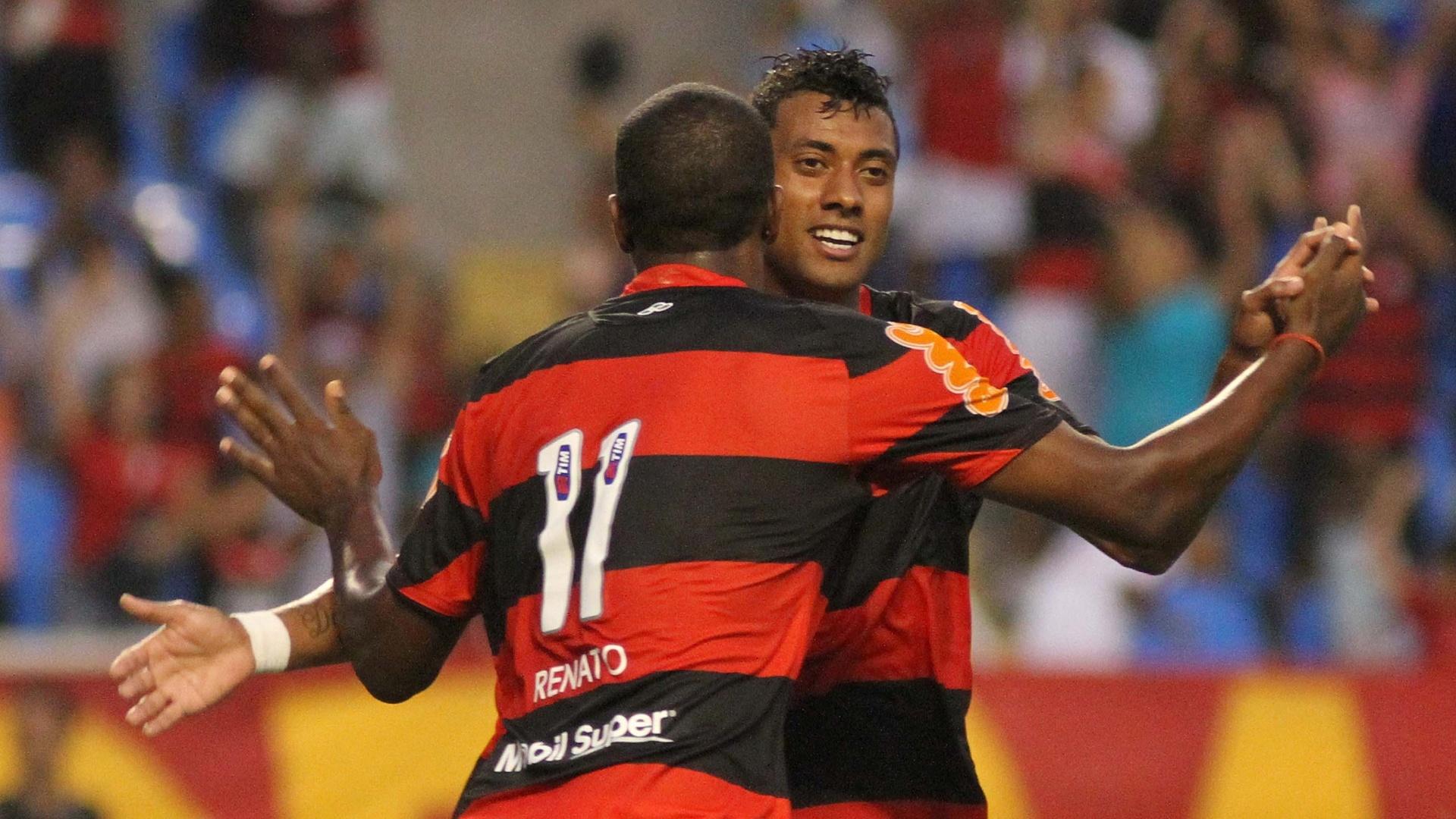 Renato comemora com Kleberson, autor do segundo gol do Flamengo contra o Americano