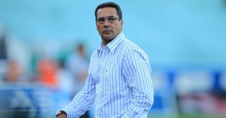 Vanderlei Luxemburgo, técnico do Grêmio, durante o jogo deste domingo (15/04/2012)
