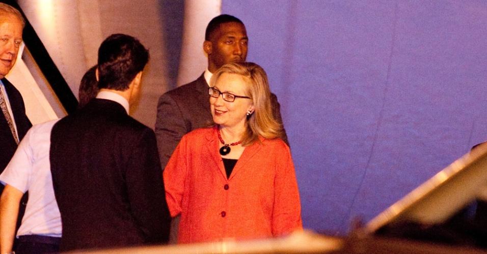 A secretária de Estado dos Estados Unidos, Hillary Clinton, chega à Base Aérea de Brasília para visita oficial de dois dias